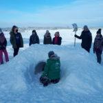 Na nartach i w igloo